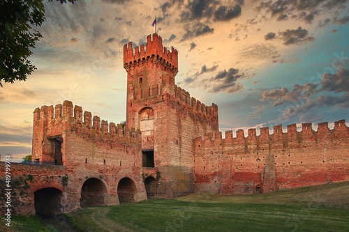 Papel de parede Montagnana, Italy - August 25, 2017: The fortress wall of the city in the evening