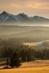 Mglisty zachód słońca, widok na Tatry
