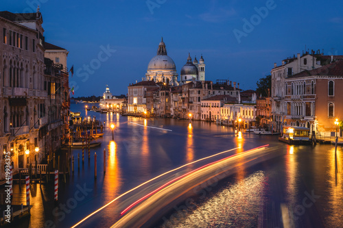 Fotografie, Obraz Gorgeous view of the Grand Canal and Basilica Santa Maria della Salute during sunset with interesting clouds