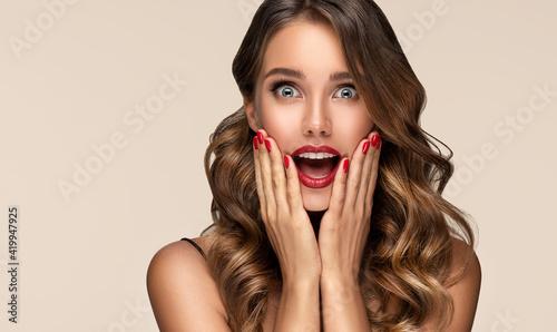 Fotografia, Obraz Beautiful shocked and surprised woman screaming