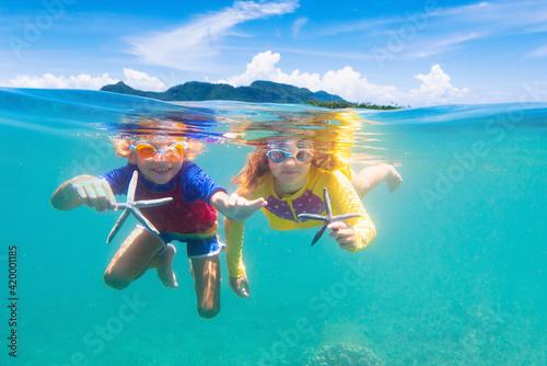 Obraz Child snorkeling. Kids underwater. Beach and sea. - fototapety do salonu