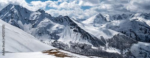 Fototapeta Snowcapped Caucasus mountain ridge. Winter landscape in Arkhyz (Karachay-Cherkessia, Russia) obraz