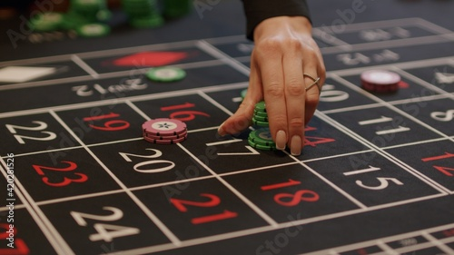 Foto player placing bets at casino