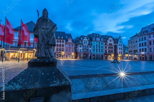 Der Marktplatz in Mainz am frühen Morgen Fotobehang