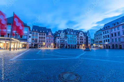 Canvas Der Marktplatz in Mainz am frühen Morgen