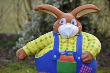 Corona-Krise - Auch Der Osterhase Trägt Heuer Eine FFP2 Schutzmaske - Corona Crisis - The Easter Bunny Is Also Wearing A FFP2 Protective Mask This Year