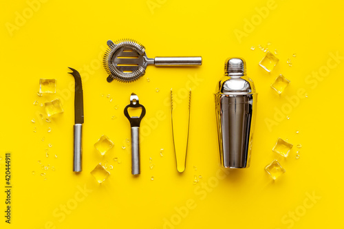 Canvastavla Top view of bar accessories with a cocktail shaker