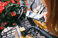 Using Mobile Phone Scan Shared Bicycle