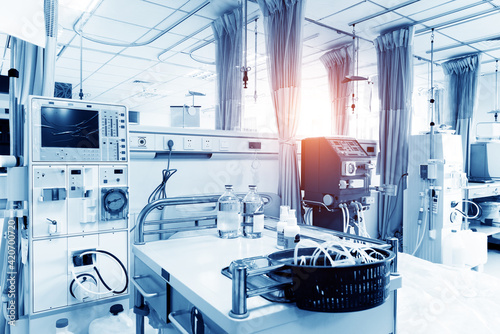 Obraz equipment and medical devices in modern operating room - fototapety do salonu