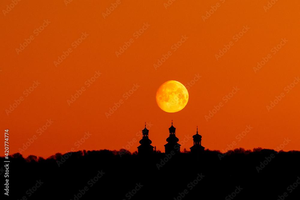 Fototapeta sunset in the city