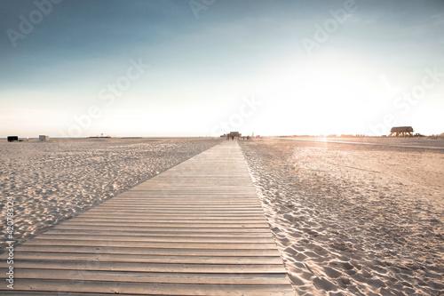 Obraz na płótnie Wooden boardwalk on sandy beach