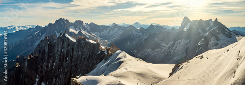 Foto Panorama of Mont Blanc massif, mountain range in the Alps, France