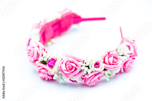 Fototapeta Natural floral wreath of white and pink roses isolated on white background obraz