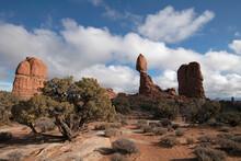 Balanced Rock, Arches National Park, Moab, Utah, USA