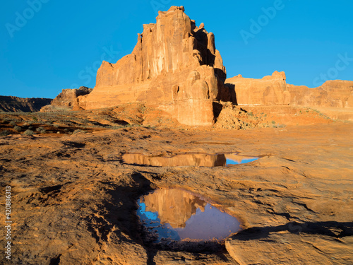 Fotografie, Tablou USA, Utah. Arches National Park, Courthouse Towers and reflection