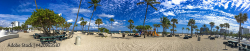 Valokuva FORT LAUDERDALE, FL - FEBRUARY 2016: Tourists along Fort Lauderdale Beach Boulev