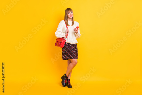 Tablou Canvas Full size photo of adorable girl carry bag hold smartphone have good mood isolat