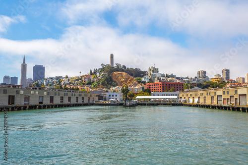Photo San Francisco, California, United States - August 14, 2016: Alcatraz cruise by ferry to Alcatraz island in San Francisco pier, California in the United States