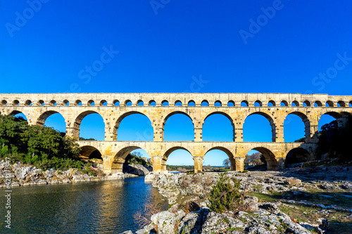 Pont du Gard is an old Roman aqueduct near Nimes Fototapete