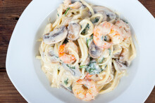 Keto Alfredo Shrimp And Mushroom Pasta With Spinaches