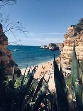 Playa En El Algarve, Día Soleado.
