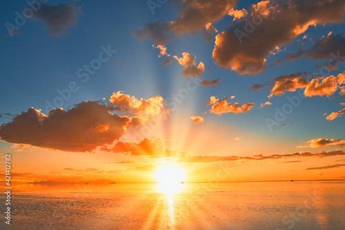Fototapeta オレンジ色の夕焼け雲が美しいサンセット風景 obraz