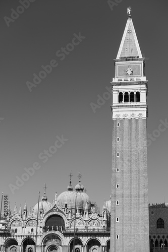The Campanile and  Saint Mark's basilica in Venice, Fototapet