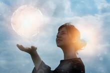 エコロジーイメージ・地球に触れようとする女性のCG