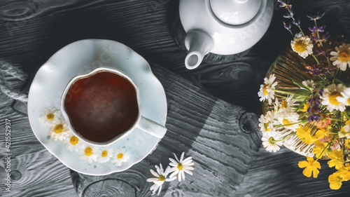 Foto A cup of herbal tea in the interior