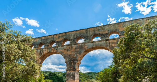 Roman aqueduct, Pont du Gard, Gard, Occitanie, France Fototapete