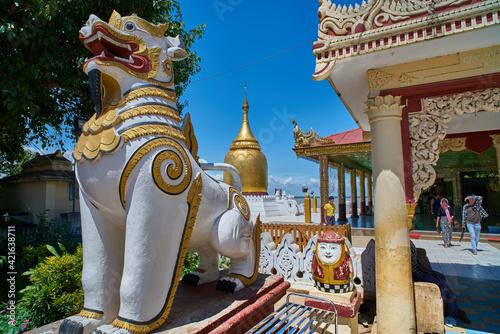 Bupaya pagoda in Old Bagan, Myanmar (Burma) Fotobehang