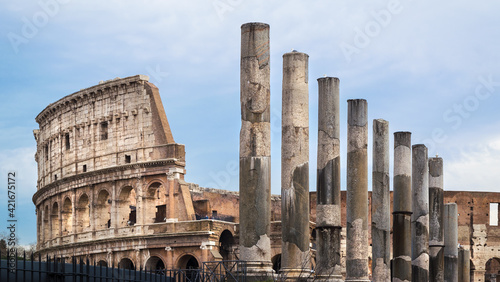 Foto Low Angle View Of Historical Building Against Sky, Coloseum