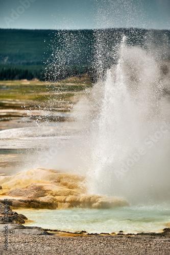 Vertical shot of an erupting geyser in Yellowstone National Park, Wyoming USA Fototapet