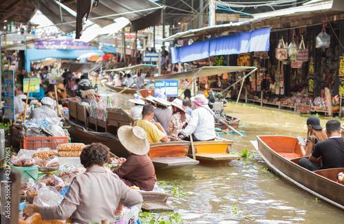 Obraz na plátně People At Market Stall