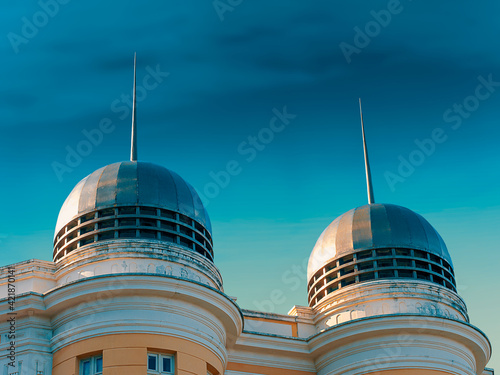 Canvas Print Low Angle View Of Modern Building Against Blue Sky