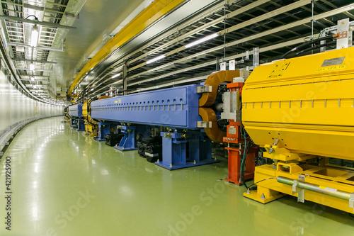Photographie J-PARCの巨大な大強度陽子加速器施設 (つくば市/茨城)