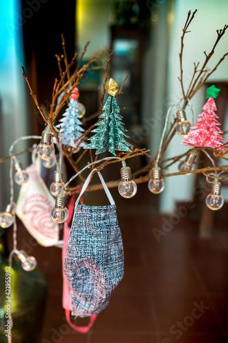 Chinstraps Hanging On Christmas Tree Fototapete