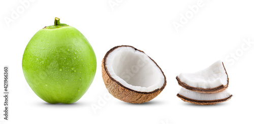 Foto coconut with water drop on white background