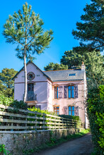 Brittany, Ile Aux Moines Island In The Morbihan Gulf, A Typical Cottage