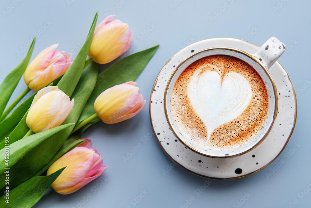 Fototapeta Spring tulips and cup of coffee - obraz na płótnie