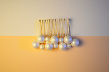 Beautiful Brooch In Gold Color With Pearls