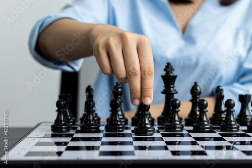 Businesswoman With A Chessboard Strategic Concepts And Strategies Fototapet