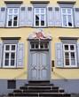 canvas print picture - Historisches Bürgerhaus mit mehrstufigem Treppenortal in der Wetzlarer Engelsgasse