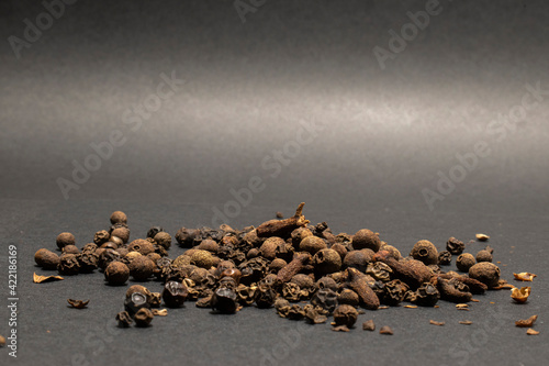 Fototapety, obrazy: seasonings black pepper peas