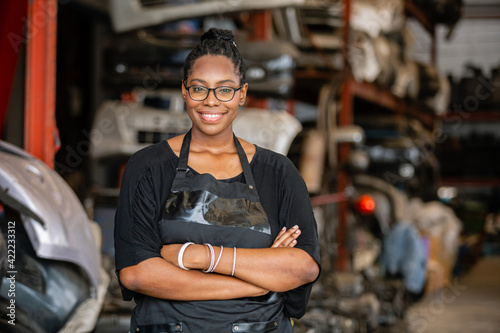 Valokuvatapetti African american worker woman wear spectacles crossed arms standing in factory auto parts