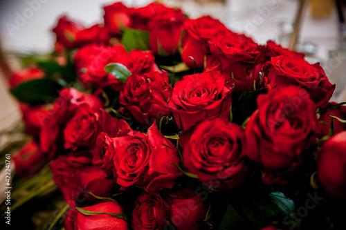 Fototapeta Kwiaty, róże ślubne, bukiet, kompozycja, czerwone kwiaty   obraz