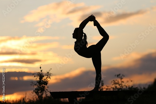 Canvas Silhouette of a woman doing yoga at sunset.