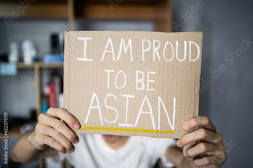 Obraz na plátne A man holding I am proud to be Asian sign