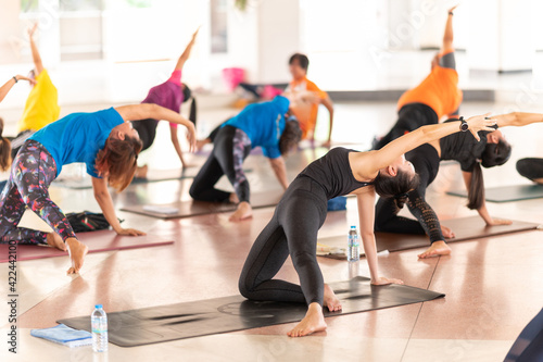Foto Group Of People performing yoga class ,sports and healthcare concept