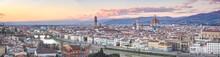 Panoramica Della Città Di Firenze Al Tramonto Con Vista Su Ponte Vecchio, Fiume Arno, Duomo Del Brunelleschi, Palazzo Vecchio E Santa Croce